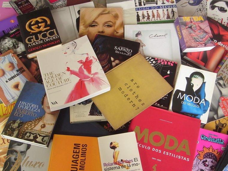 234d129d41 A Moda (coleção folha explica), Erika Palomino – A Roupa e a Moda, James  Laver – Enciclopédia da Moda de 1840 à década de 80, Georgina O'Hara